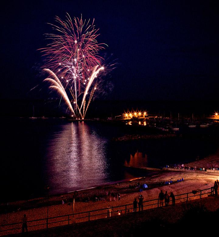 lyme-regis-fireworks-2016
