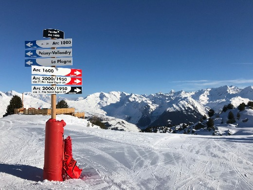 planning a skiing holiday Les Arcs signs