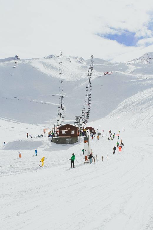 skiing scene credit toa-heftiba-511305-unsplash