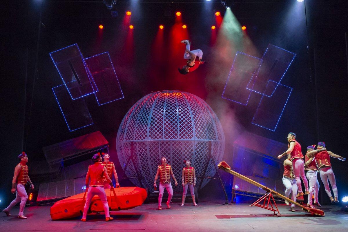 CIRQUE-BERSERK circus theatre show